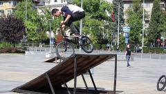 City Cyclists on a special platform makes Extreme tricks freeride Stock Footage