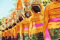 Balinese women carry ritual offerings on heads Stock Photos