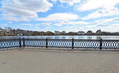 Krasnogorsk RUSSIA - April 22.2015: The Zivopisnaya promenade on the banks of Stock Photos