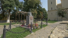 Monument to Petofi Sandor in Sighisoara Stock Footage