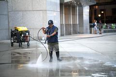 Man using pressure washer Kuvituskuvat