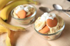 Individual portions of banana pudding Stock Photos