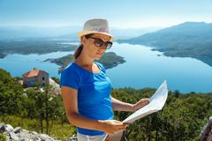 Traveler girl searching right direction on map, traveling along Europe, freed Stock Photos