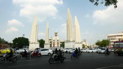 Democracy Monument at Bowon Niwet, loud traffic ahead, daytime view Stock Footage