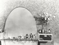 1930s vanity set Stock Photos