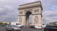 Triumph Arch traffic street Place Charles Gaulle car pass architecture building  Stock Footage