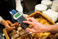 Customer paying with credit card Stock Photos