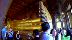 Reclining Buddha in Wat Pho Temple with tourists taking pictures. Bangkok Stock Footage