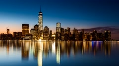 Lower Manhattan in transition from night to day Arkistovideo