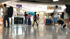 Timelapse of people croud in Suvarnabumi duty free Stock Footage