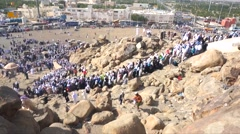 Pilgrims climb to top of Jabal Rahmah (Rahmah Hill) Stock Footage