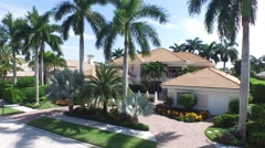 40 St Thomas crane dolly shot of front yard. Stock Footage