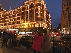 Harrods Department Store at Night, Brompton Road, Knightsbridge, Royal Boroug Stock Photos