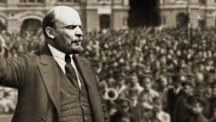 Lenin adressing a crowd in moscow 1917 composition Stock Footage