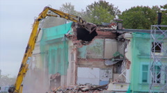 Excavator demolishes old house Stock Footage