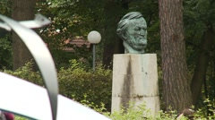 Bayreuth Opera House - Wagner - statue bust in gardens 1 Stock Footage