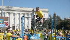 Street workout on the bar - the guy flips Stock Footage