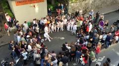 Living art performance in parisien street Stock Footage