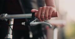 Girl's hands on the handlebar of classic fixed gear bike Stock Footage
