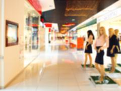 Blurred image of the hall shopping center with figures of female mannequins Kuvituskuvat