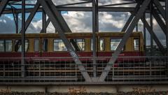 Timelapse Berlin, Elsenbrücke, Molecule Man, urban, Cloud Stock Footage