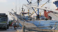 Wooden pinisi ship being loaded in Kalimas harbour,Surabaya,Java,Indonesia Stock Footage