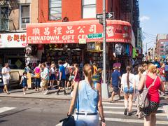 Tourists and souvenirs shop at Chinatown in New York City Stock Photos