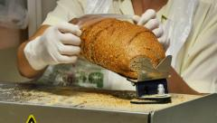 Supermarket. Slicing and packaging of fresh bread for buyers Stock Footage