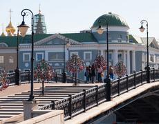MOSCOW, RUSSIA - 21.09.2015. Luzhkov Pedestrian Bridge,  place of mass walks Stock Photos