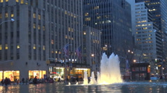 Traffic street New York City public fountain twilight busy avenue tourism emblem Stock Footage