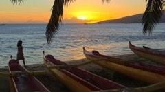 Walking along Sugar Beach at sunset, in Kihei, Maui, Hawaii. Stock Footage