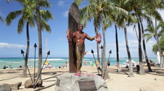 Duke Kahanamoku Statue, Waikiki, Oahu Stock Footage