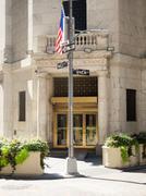 Entrance to the New York Stock Exchange in Manhattan Kuvituskuvat