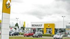 View of the renault bussines in the outside - cars park before - logo company  Stock Footage