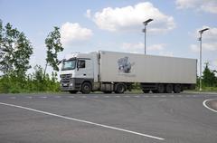 LIPETSK, RUSSIA - 29.05. 2015 White Renault semi-trailer truck at interurban  Kuvituskuvat