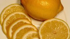4k – Juicy lemon with slices on plate Stock Footage