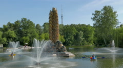 A pond with fountains in the park VDNKh in Moscow. Stock Footage
