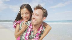 Beach couple having fun laughing on Hawaii holiday – Beautiful people in love Stock Footage