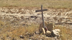 Grave dry desert dusty unmarked Stock Footage