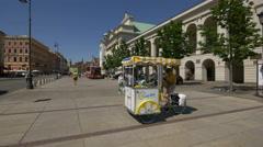 Lemonade street stall on Krakowskie Przedmiescie street in Warsaw Stock Footage