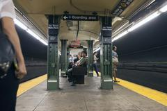 People wait in subway station jay street metro tech in new york city Kuvituskuvat