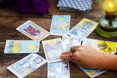 Fortunetelling with  Tarot cards Kuvituskuvat