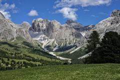Odle mountain range with Mt Col Dala Cruso at the front and Mt Piz Duleda at Stock Photos
