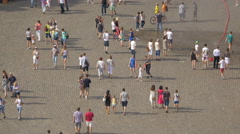 Tourists walking and taking pictures in Castle Square, in the Old Town of Warsaw Stock Footage