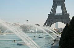 Trocadero foutain with Eiffel Tower Stock Photos