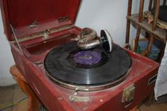 Ancient dusty record player Kuvituskuvat
