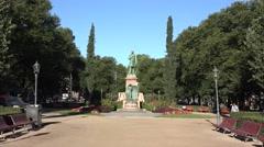 Statue of Johan Ludvig Runeberg (in 4k), Esplanadi park, Helsinki, Finland. Stock Footage