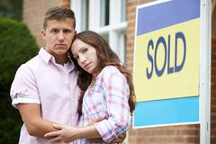 Young Couple Forced To Sell Home Through Financial Problems Stock Photos