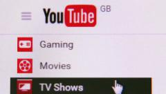 Surfing YouTube website Stock Footage