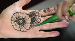 Draws on the Indian hand mehandi Stock Footage